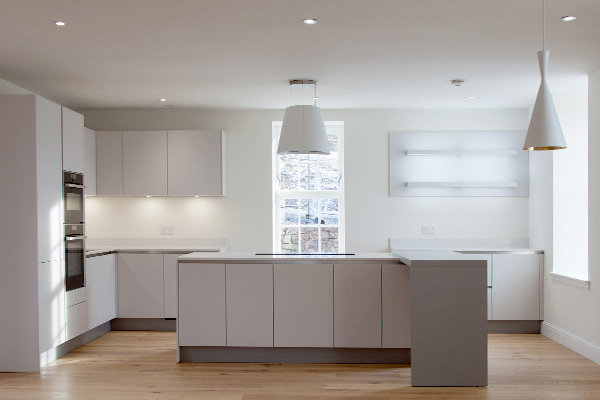 The kitchen features a 'Silestone' worktop and oak flooring