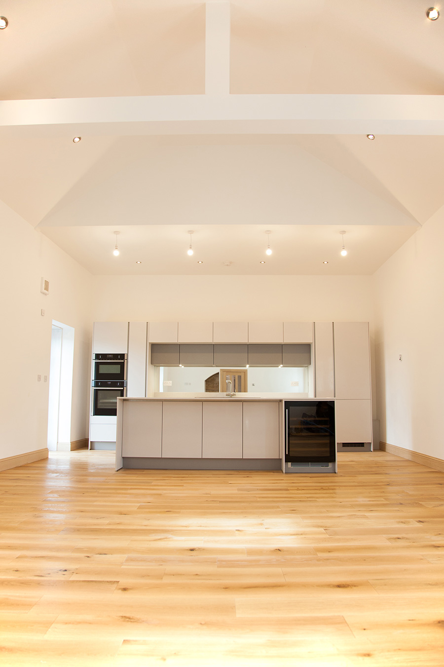 Dining kitchen with vaulted ceiling
